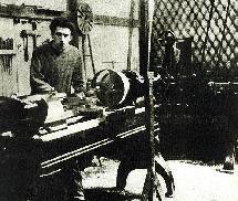 Братья выделили Рено деньги, а родители - место в саду: здесь он создал свою первую машину.