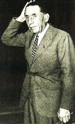 В августе 1944 года Париж праздновал освобождение. Луи Рено никто не искал; он мог свободно уехать за границу, но решил явиться к властям, и его отправили в тюрьму.